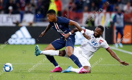Paris Saint Germain's Presnel Kimpembe (L) and Lyon's Moussa Dembele (R) during the French Ligue 1 soccer match between Olympique Lyon and PSG at Parc Olympique Lyonnais stadium in Lyon, France, 22 September 2019.