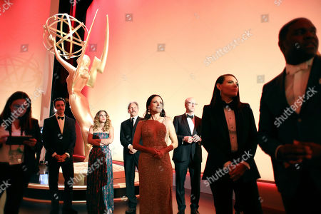 """Reid Scott, Anna Chlumsky, Gary Cole, Julia Louis-Dreyfus, Matt Walsh, Clea DuVall, Sam Richardson. Reid Scott, from second left, Anna Chlumsky, Gary Cole, Julia Louis-Dreyfus, Matt Walsh, Clea DuVall and Sam Richardson from the cast of """"Veep"""" are seen backstage at the 71st Primetime Emmy Awards, at the Microsoft Theater in Los Angeles"""