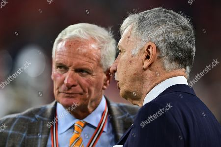 Los Angeles Rams owner Stan Kroenke, right, talks with Cleveland Browns owner Jimmy Haslam before an NFL football game between the Los Angeles Rams and the Cleveland Browns, in Cleveland