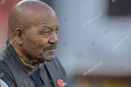Former Cleveland Browns running back Jim Brown sits on a bench before an NFL football game between the Los Angeles Rams and the Cleveland Browns, in Cleveland. The Rams won 20-13