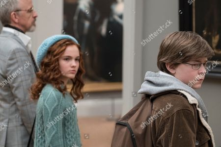 Aimee Laurence as Young Pippa and Oakes Fegley as Young Theo Decker