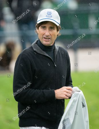Luke Wilson on the 1st tee at The Old Course, St. Andrews.