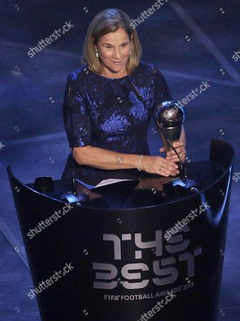 US national team coach Jill Ellis receives the Best FIFA Women's Coach award during the Best FIFA Football Awards 2019 in Milan, Italy, 23 September 2019.