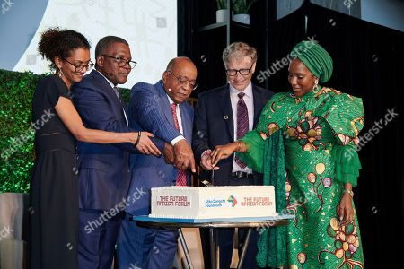 """Hadeel Ibrahim, Co-Chair, The Africa Center; Aliko Dangote, Chairman, Aliko Dangote Foundation; Mo Ibrahim, Chair, Mo Ibrahim Foundation; Bill Gates, co-founder, Bill and Melinda Gates Foundation and Halima Dangote, Board President, The Africa Center cut a cake at the Future Africa Forum at The Africa Center in New York, where a transformative $20 million donation by the Aliko Dangote Foundation was announced. In recognition of this historic donation, the Center renamed its venue """"The Africa Center at Aliko Dangote Hall"""" at a ceremony during the Future Africa Forum. Photo taken on in New York"""