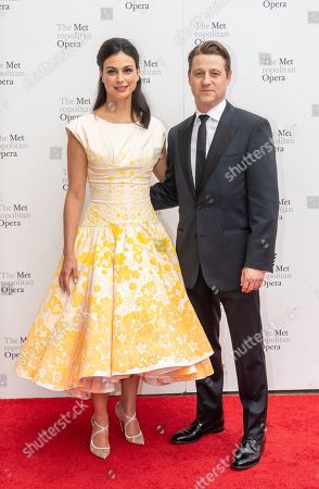 Stock Image of Morena Baccarin and Benjamin McKenzie