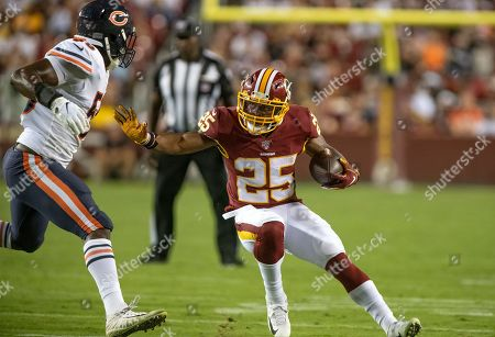Washington Redskins running back Chris Thompson (25) tries to elude a tackle by Chicago Bears inside linebacker Roquan Smith (58) in fourth quarter action.
