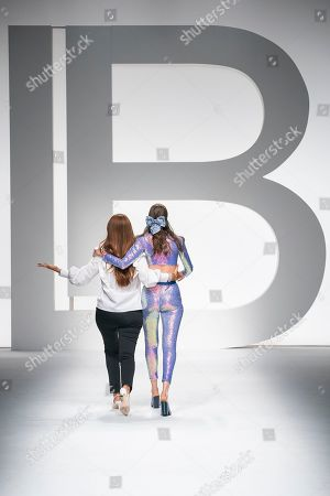 Laura Biagiotti and Anna Cleveland on the catwalk