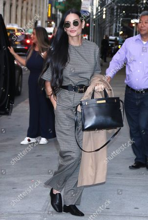Demi Moore arrives at Barnes & Noble on Union Square
