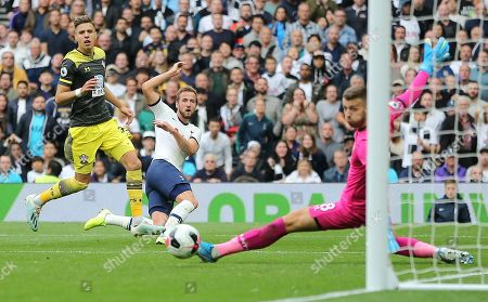 Harry Kane of Tottenham Hotspur close from scoring a goal despite the attentions from Jan Bednarek of Southampton