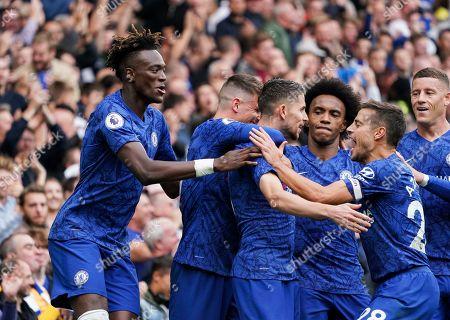 Jorginho of Chelsea celebrates scoring a penalty with Cesar Azpilicueta of Chelsea and his teammates