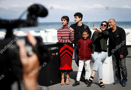 Spanish film director Belen Fuentes (2-R) and actors Greta Fernandez (L), Eduard Fernandez (R), Alex Monner (2-L) and Tomas Martin (C) pose for the media during the presentation of the film 'La hija de un ladron' (A Thief's Daughter) as part of San Sebastian International Film Festival, in San Sebastian, Basque Country, Spain, 25 September 2019. The film competes in the official section of the festival running from 20 to 28 September.