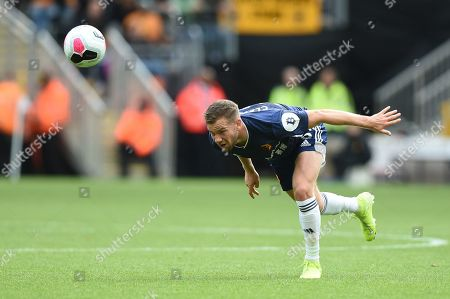 28th September 2019, Molineux, Wolverhampton, England; Premier League, Wolverhampton Wanderers v Watford : Tom Cleverley (8) of Watford heads the ball during the game