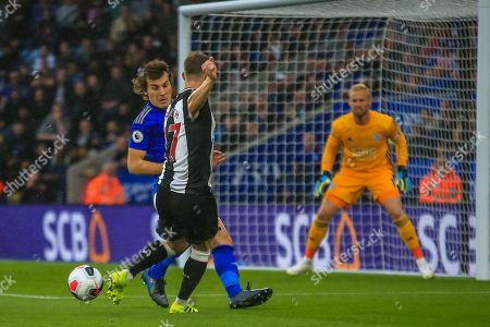 29th September 2019, King Power Stadium, Leicester, England; Premier League, Leicester City v Newcastle United : Emil Krafth (17) of Newcastle United has his shot blocked by Caglar Soyuncu (4) of Leicester City