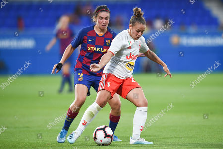 Lisa Boattin of Juventus and Mariona Caldentey of FC Barcelona