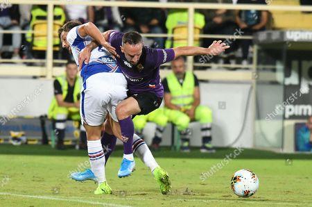 Franck Ribery (R) of Fiorentina in action against Bartosz Bereszynski of Sampdori during the Italian Serie A soccer match between ACF Fiorentina and UC Sampdoria at the Artemio Franchi stadium in Florence, Italy, 25 September 2019.