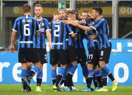 Inter's Danilo D'Ambrosio (5R) celebrates with teammates after scoring during the Italian Serie A soccer match between FC Inter and SS Lazio at Giuseppe Meazza stadium in Milan, Italy, 25 September 2019.