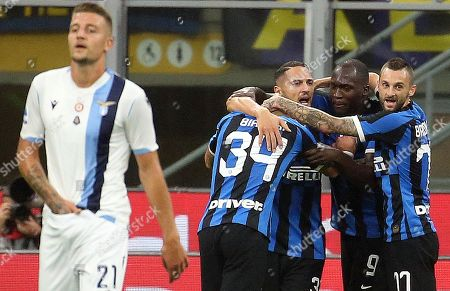 Inter's Danilo D'Ambrosio (3R) celebrates with teammates after scoring during the Italian Serie A soccer match between FC Inter and SS Lazio at Giuseppe Meazza stadium in Milan, Italy, 25 September 2019.