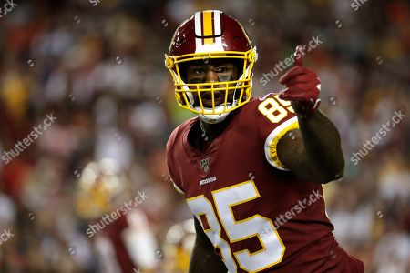 Stock Photo of Washington Redskins tight end Vernon Davis gestures toward a line judge during the first half of an NFL football game against the Chicago Bears, in Landover, Md
