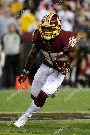 Washington Redskins running back Chris Thompson runs with the ball against the Chicago Bears during the second half of an NFL football game, in Landover, Md