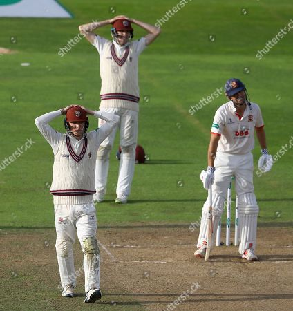 Tom Banton and Craig Overton of Somerset look dejected as Sir Alastair Cook of Essex survives a close chance in the fourth innings