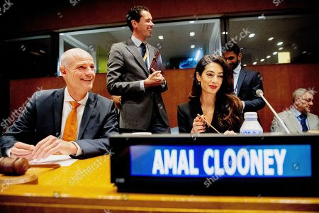 Minister of Foreign Affairs Stef Blok and Amal Clooney (R) during the meeting on ISIS at the United Nations headquarters..