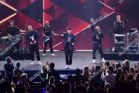Musicians of the German group Die Fantastischen Vier, Michael Bernd Schmidt aka Smudo (2-L), Michael Beck aka Michi Beck (4-L), Thomas Duerr aka Thomas D (5-L) and Andreas Rieke aka And.Ypsilon (R) during the 'YouTube Goldene Kamera Digital Award 2019' ceremony in Berlin, Germany, 26 September 2019. The best German web video producers will be awarded at the event.