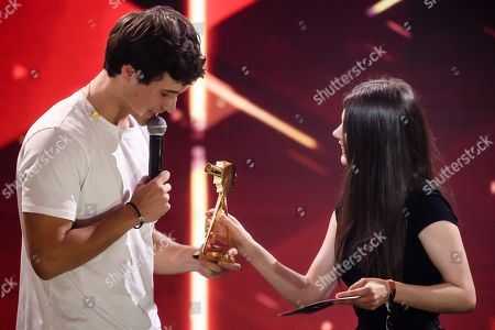 Wincent Weiss (L) receives the 'Best Music Act' award from German actress Joyce Ilg (R) during the 'YouTube Goldene Kamera Digital Award 2019' ceremony in Berlin, Germany, 26 September 2019. The best German web video producers are awarded at the event.