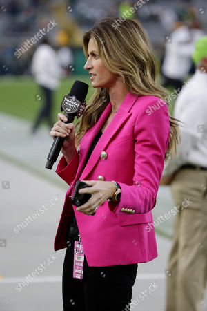 Sideline reporter Erin Andrews reports before the start of an NFL football game between the Green Bay Packers and Philadelphia Eagles, in Green Bay, Wis