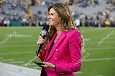 NFL sideline reporter Erin Andrews reports from the field during the second half of an NFL football game between the Green Bay Packers and Philadelphia Eagles, in Green Bay, Wis