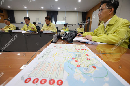 Agriculture, Food and Rural Affairs Minister Kim Hyeon-soo (R) holds a meeting at the government complex in the city of Sejong, central South Korea, 27 September 2019, to deal with a spread of African swine fever in the country. South Korea confirmed its ninth case of the deadly animal virus on Gangwha Island in Incheon, west of Seoul, the same day.
