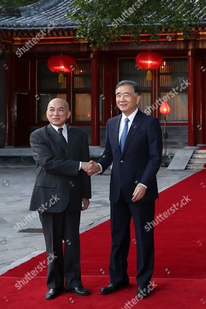 Wang Yang, chairman of the Chinese People's Political Consultative Conference (L) shakes hands Cambodia's King Norodom Sihamoni at Diaoyutai State Guesthouse in Beijing, China, 27 September 2019.