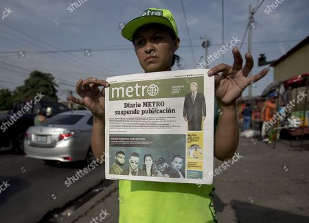 A vendor offers the latest edition of the newspaper Metro, whose cover reads 'Diario Metro suspends publication', in Managua, Nicaragua, 27 September 2019. Nicaraguan newspapers El Nuevo Diario, Metro and Maje, critical of the government of President Daniel Ortega, stopped circulating as of Friday due to 'economic, technical and logistical difficulties', in the midst of the worst crisis in Nicaragua in the last three decades. The three newspapers, which belong to the publishing company Nuevo Amanecer and whose owners are the Promerica financial group, with Nicaraguan capital, explained in a statement that they decided to discontinue with their publications, in print and digital, because the adverse difficulties they face 'makes unsustainable functioning'.