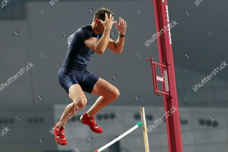 Renaud Lavillenie of France in action during the men's Pole Vault qualification during the IAAF World Athletics Championships 2019 at the Khalifa Stadium in Doha, Qatar, 28 September 2019.