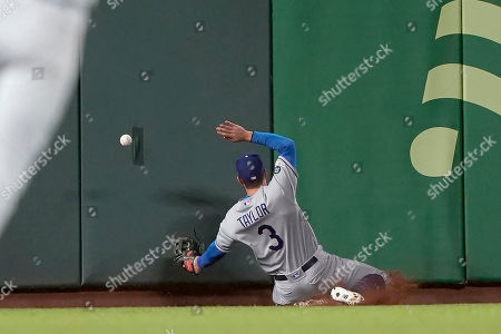 Los Angeles Dodgers left fielder Chris Taylor (3) can't make the catch on a double by San Francisco Giants' Mike Yastrzemski during the sixth inning of a baseball game, in San Francisco