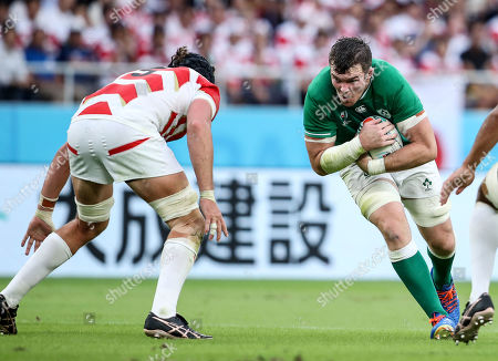 Japan vs Ireland. Ireland's Peter O'Mahony runs at James Moore of Japan
