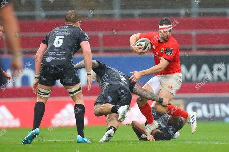 Munster vs Dragons. Munster's Darren Sweetnam dodges a tackles from Dragons' Richard Hibbard