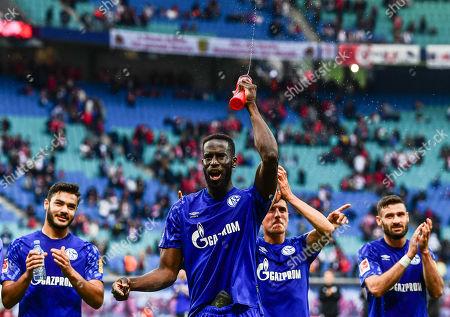 Schalke's Salif Sane celebrates after the German Bundesliga soccer match between RB Leipzig and FC Schalke 04 in Leipzig, Germany, 28 September 2019.