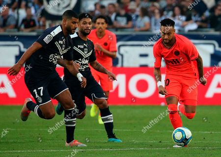 PSG' s Neymar, right, and Bordeaux's Youssef Ait Bennasser vie for the ball during the French League One soccer match between Bordeaux and PSG at the Matmut stadium in Bordeaux, southwestern France