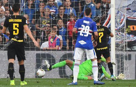 Inter's Alexis Sanchez (R) scores a goal during the Italian Serie A soccer match UC Sampdoria vs FC Inter at the Luigi Ferraris stadium in Genoa, Italy, 28 September 2019.