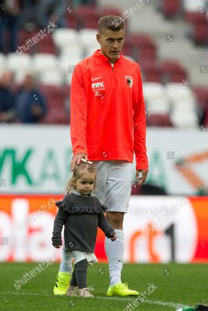 Stock Photo of Alfred Finnbogason #27 (FC Augsburg) and Tochter Viktoria, FC Augsburg vs. Bayer 04 Leverkusen, Football, 1.Bundesliga, 28.09.2019,
