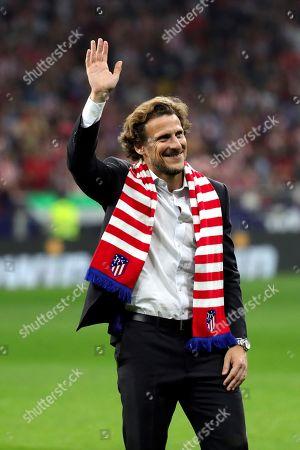 Atletico Madrid's former Uruguayan forward Diego Forlan waves to fans before the LaLiga match between Atletico Madrid and Real Madrid at the Wanda Metropolitano stadium, in Madrid, Spain, 28 September 2019.