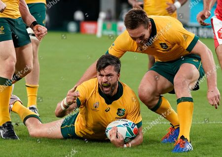 Adam Ashley-Cooper (C) of Australia celebrates after scoring a try during the Rugby World Cup match between Australia and Wales at Tokyo Stadium in Tokyo, Japan, 29 September 2019.