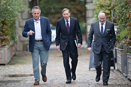 Stock Photo of General Sir Nick Carter, General David Petraeus and Andrew Roberts.