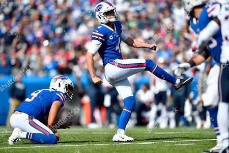 Buffalo Bills kicker Stephen Hauschka, center, follows through on a field goal as punter Corey Bojorquez (9) holds in the first half of an NFL football game against the New England Patriots, in Orchard Park, N.Y