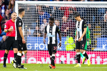 Christian Atsu of Newcastle United and Ki Sung-Yueng of Newcastle United cut dejected figures