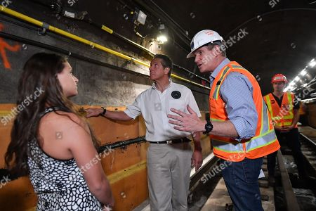 Governor Andrew Cuomo (c) with his daughter Cara Cuomo and senior MTA leadership tour the completed Manhattan-bound subway tube, reviewing the new construction methods used to avoid a complete shutdown and maintain regular train service for 90 percent of L customers.