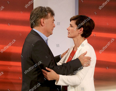 Werner Kogler of the Austrian Greens, left, hugs Pamela Rendi-Wagner head of the Austrian Social Democrats, SPOe, prior to a TV interview after the closing of the polling stations for the Austrian national elections in Vienna, Austria