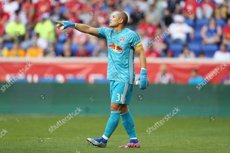 New York Red Bulls goalkeeper Luis Robles (31) points out something to his team during the first half of an MLS soccer match against D.C. United, in Harrison, N.J