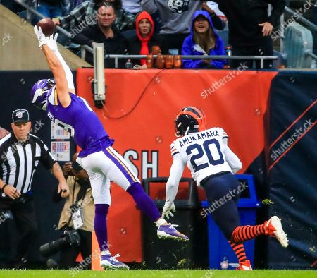 Minnesota Vikings wide receiver Adam Thielen (L) reaches to catch a pass in front of Chicago Bears cornerback Prince Amukamara (R) during the American football game between the Minnesota Vikings and the Chicago Bears at Soldier Field in Chicago, Illinois, USA, 29 September 2019. The Beard defeated the Vikings.