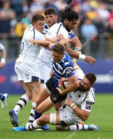 Stock Photo of Rhys Priestland of Bath Rugby takes on the Worcester Warriors defence
